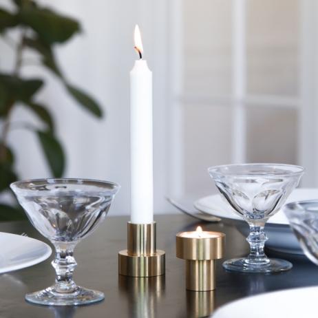Le bougeoir en laiton 180° Klaxon Designers . Usiné numériquement, il garde un aspect bru chez Maison Godillot http://bit.ly/2fVMmtN